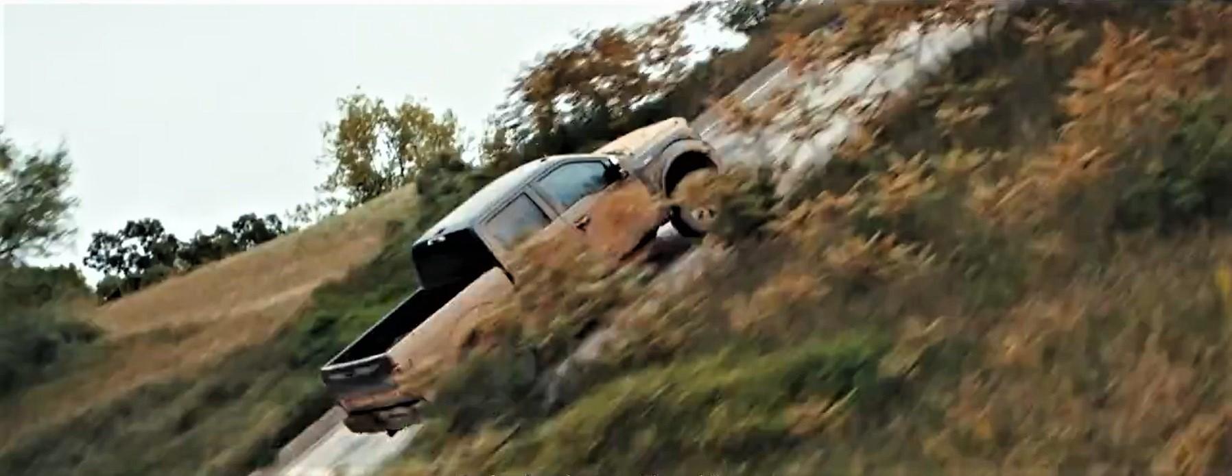 Ford подтвердил заявления об электрическом F-150 как `` настоящий рабочий грузовик '' ярким тизерным видео