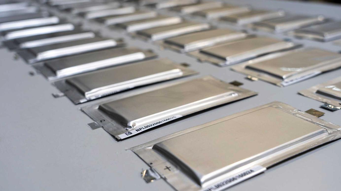 """Бывший инженер Tesla говорит, что твердотельные батареи - это """"ложная надежда"""""""