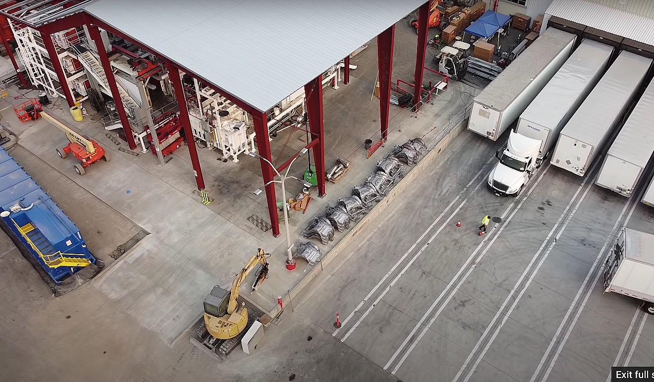 Цельные задние броски Tesla Model Y обнаружены на заводе во Фремонте