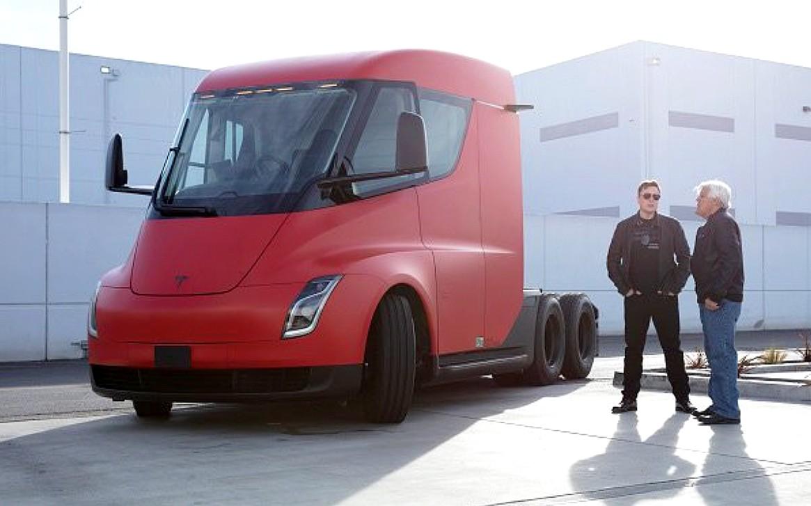 Илон Маск поддерживает Tesla Semi и опровергает критику Билла Гейтса: `` Он понятия не имеет ''