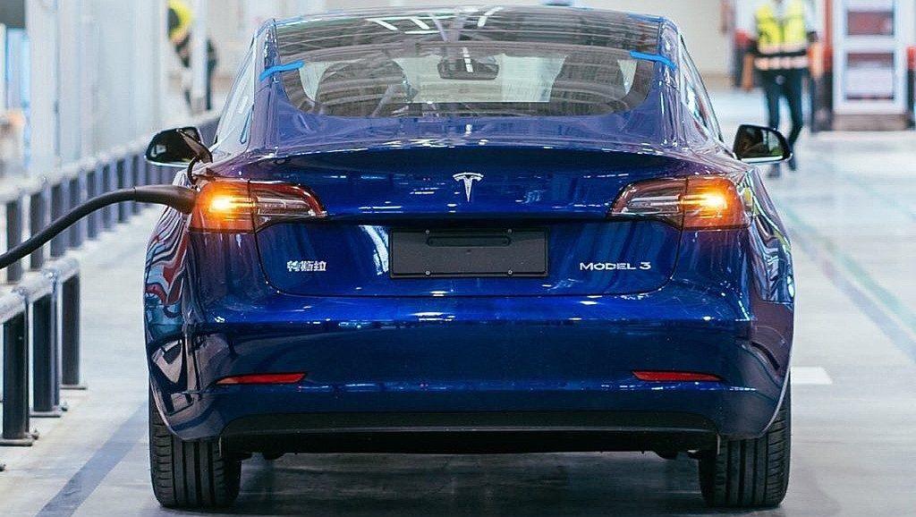Tesla и Model 3 обгоняют конкурентов ICE в Гонконге