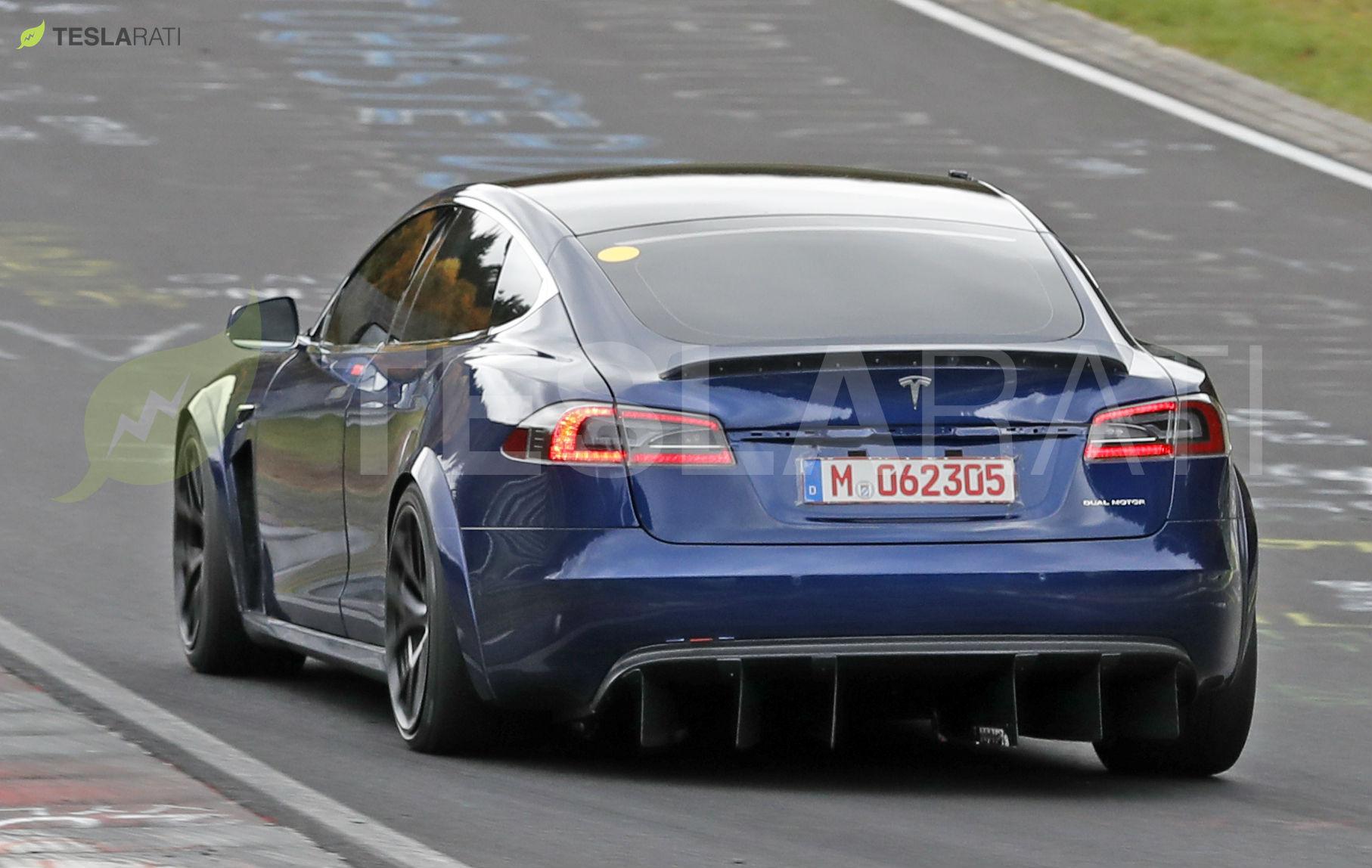Tesla Model S Plaid может потребоваться использовать парашют при гонках по драг-полосам