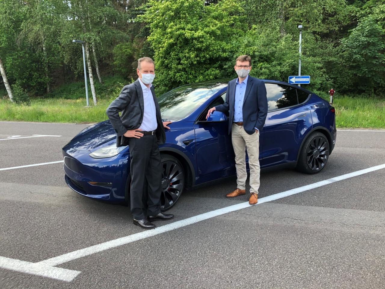 Tesla Model Y оставила сильное впечатление на Герберта Диссса VW после тест-драйва