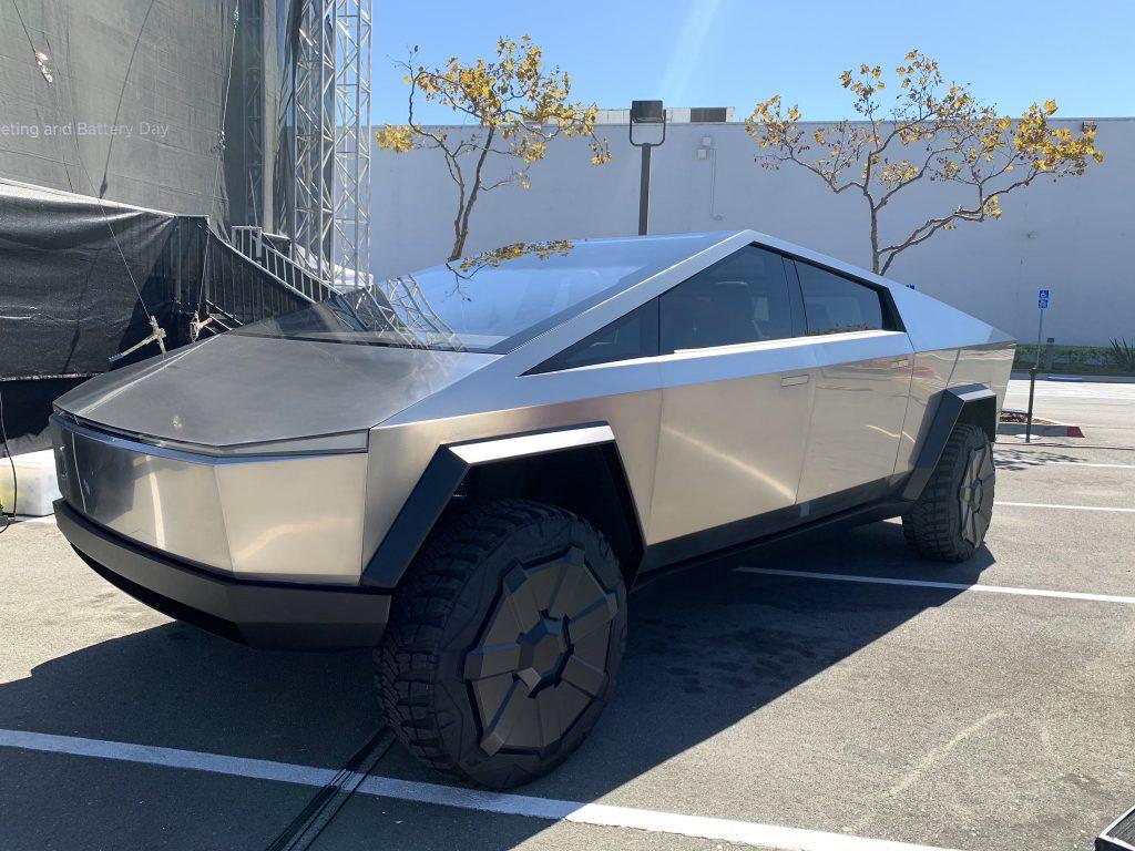 Tesla планирует создать для Cybertruck пространства Supercharger