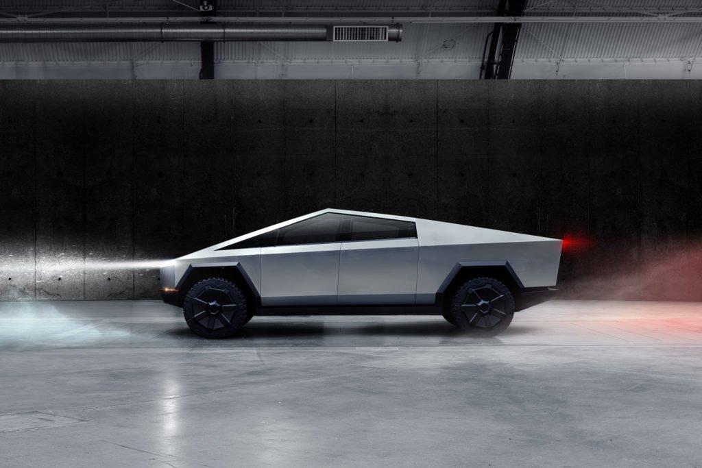 Tesla планирует зарезервировать стойла с нагнетателем для Cybertruck