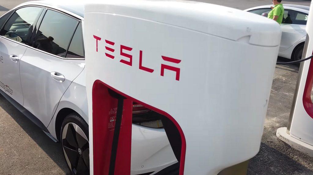 Tesla Supercharger эксплуатируют другие водители электромобилей