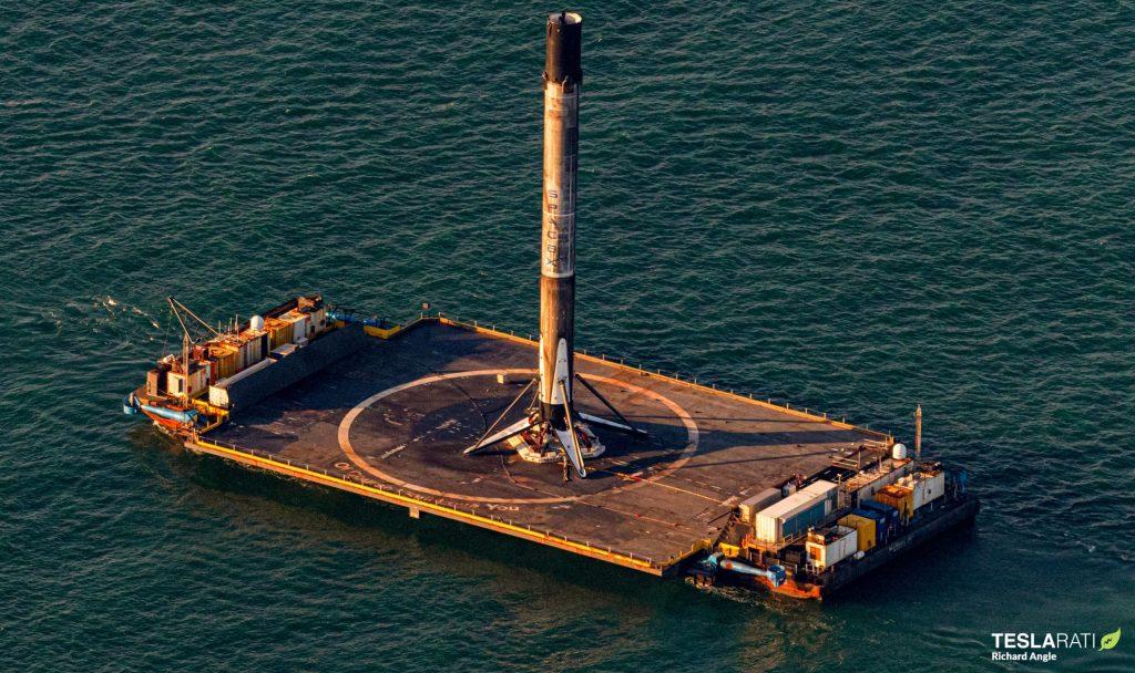 Ракета-носитель SpaceX Falcon 9 и первый трехкратный обтекатель возвращаются в порт [photos]