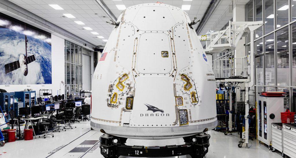 Корабли SpaceX модернизировали грузовой космический корабль во Флориде для первого орбитального рандеву Dragon