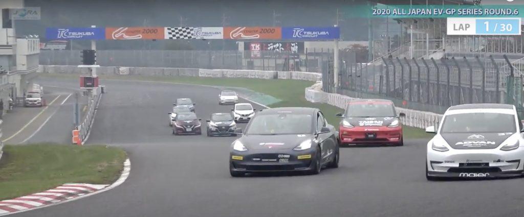 Tesla Model 3 показывает, что она дома на трассе Гран-при Японии с электромобилями