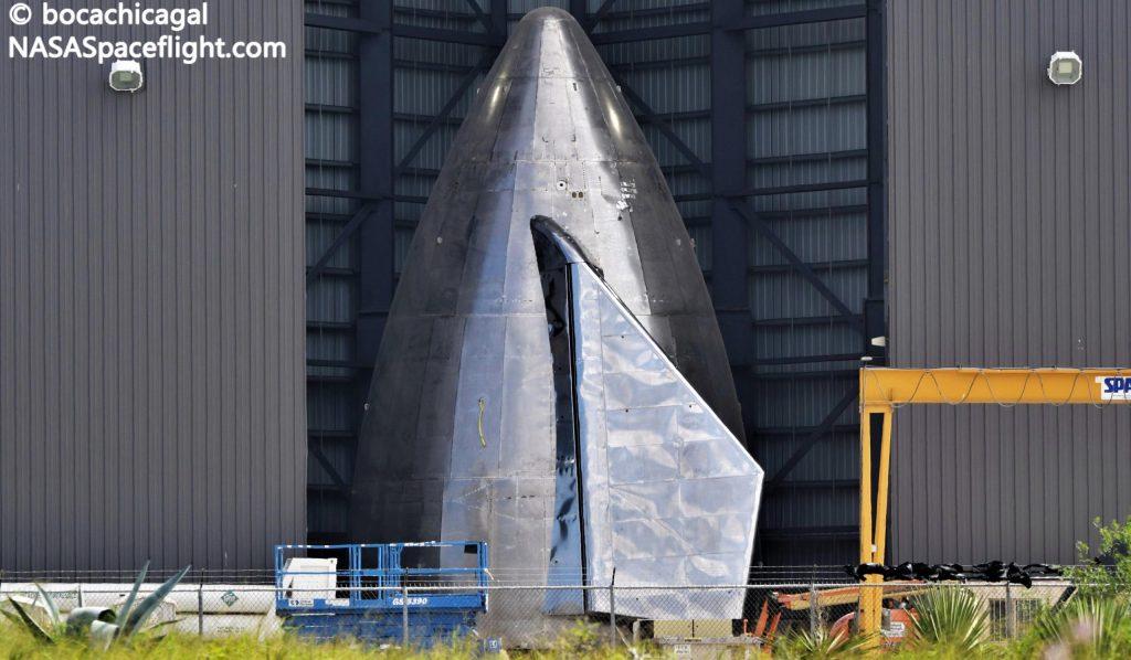 SpaceX устанавливает закрылки на носовой части первого высотного звездолета