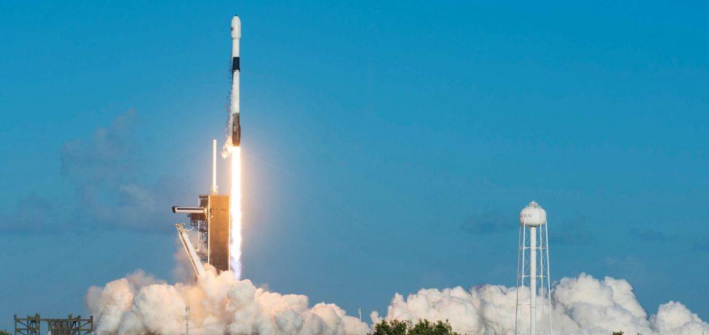 SpaceX вращает еще 60 спутников Starlink, восстанавливает ускоритель и захватывает половинки обтекателя
