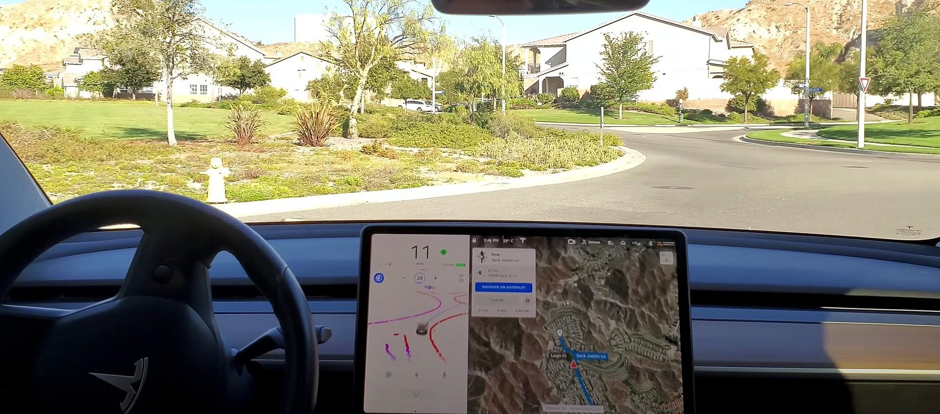 Бета-версия Tesla FSD позволяет легко справляться с проблемами, поскольку новые данные поступают в нейронную сеть