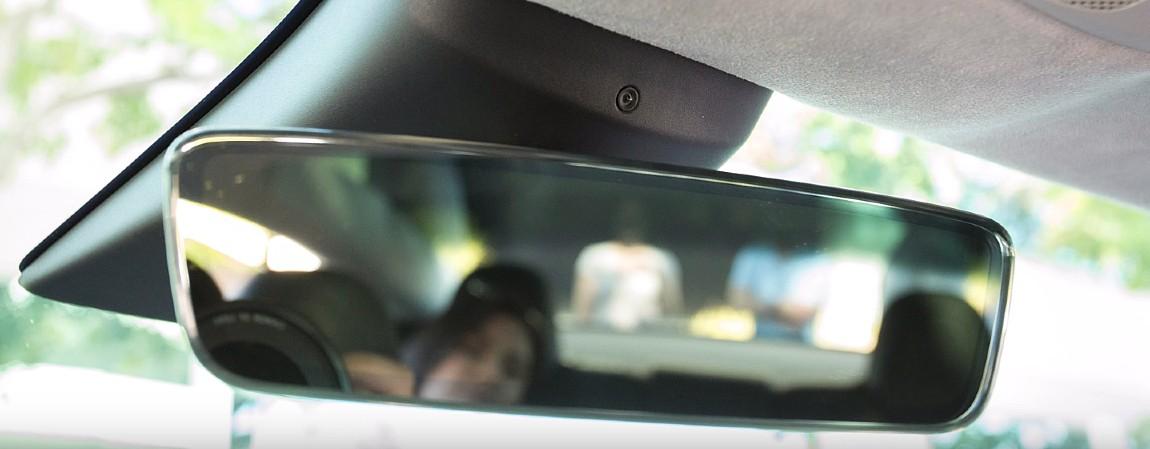 Камера в салоне Tesla определяет черты лица для повышения безопасности автомобиля