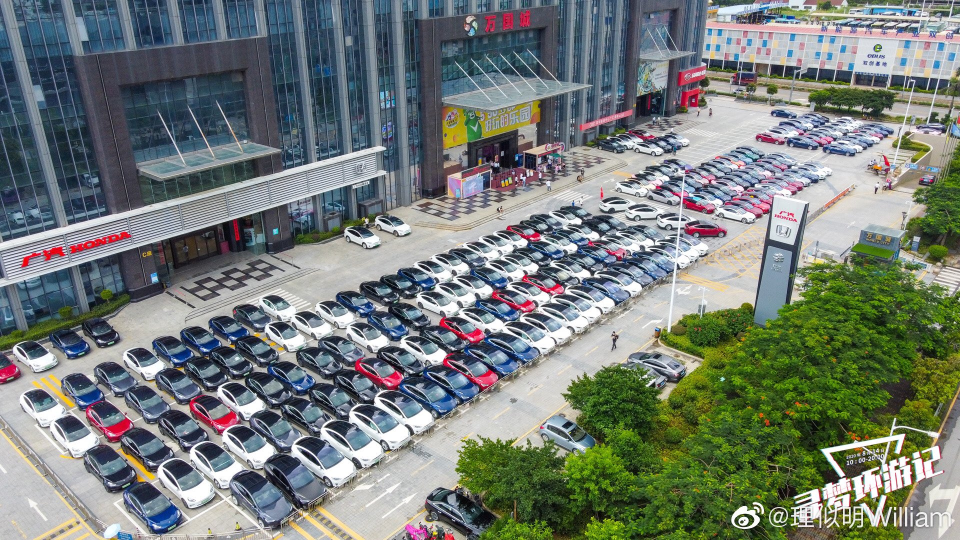 Магазины Tesla в Китае сообщают о большом количестве заказов на Model 3 после снижения цен