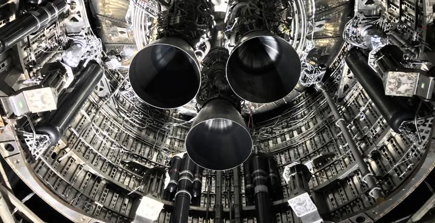 SpaceX планирует первое статическое огневое испытание Starship с тремя ракетами Raptor