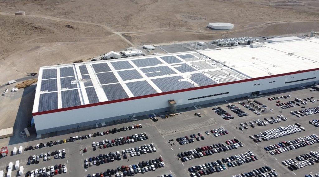 Tesla Gigafactory Nevada закрывает рампы для установки новых солнечных панелей на крыше