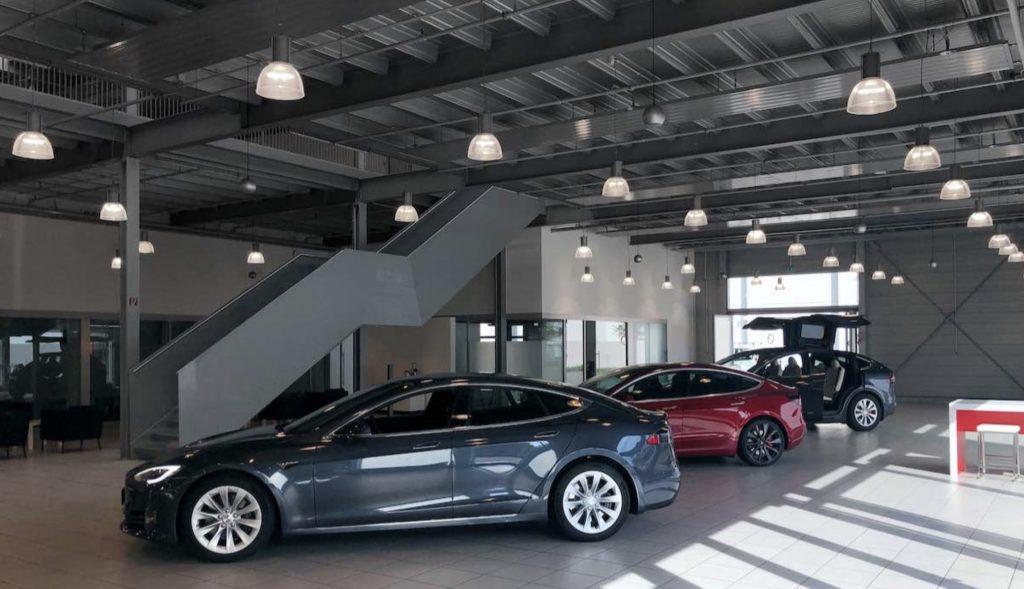 Tesla открывает крупнейший в Германии центр продаж и обслуживания