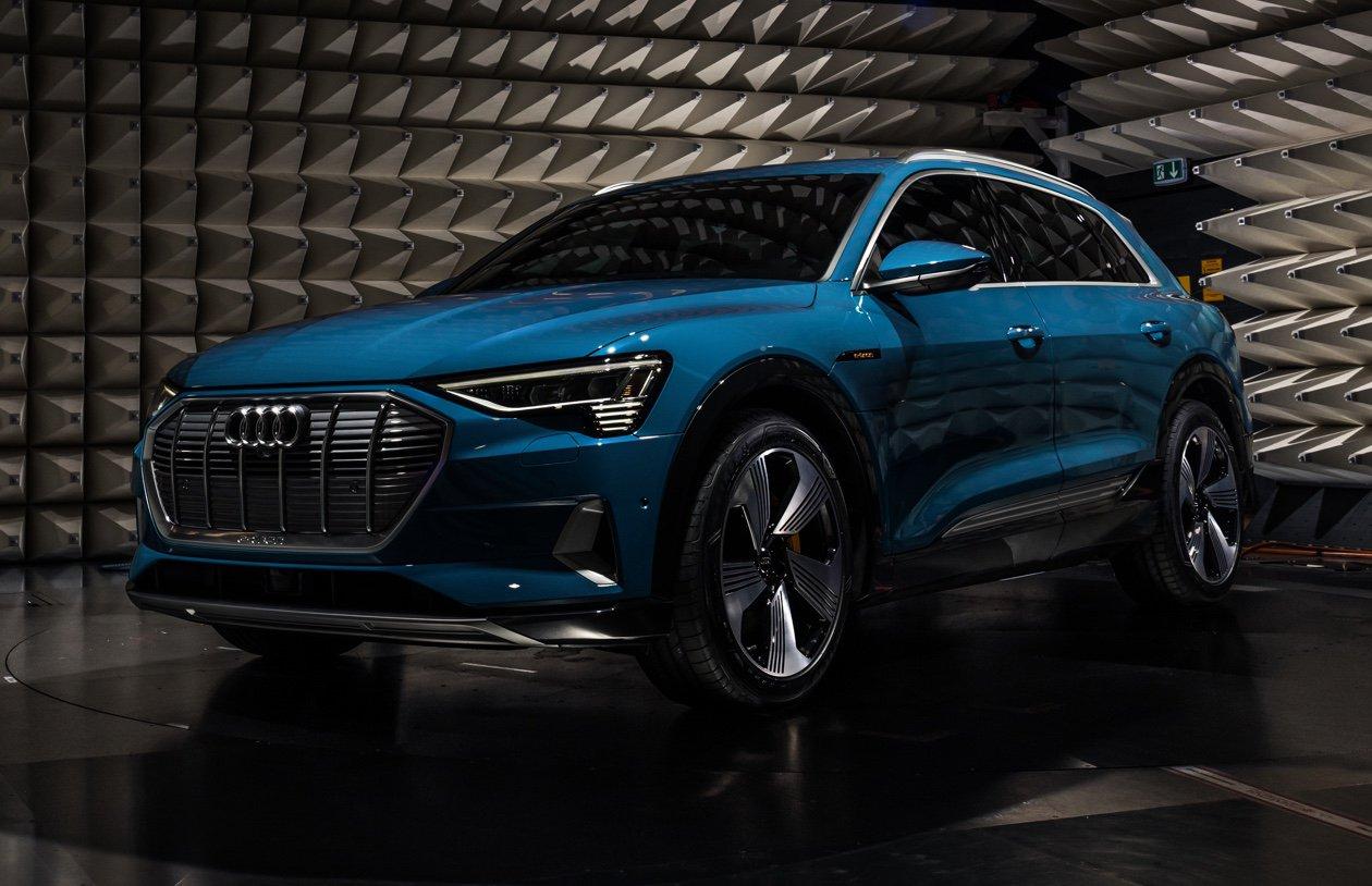 Tesla вдохновляет устаревшие автомобили на обновления на основе приложений, Audi выбирает более яркий свет