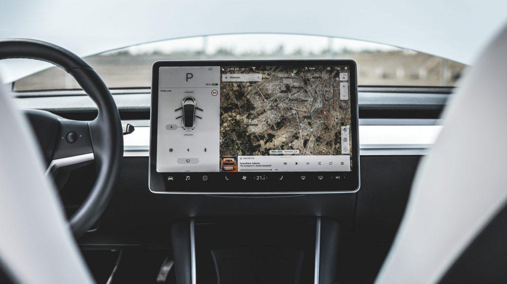 Код Tesla 2020.44 намекает на потенциальную возможность подключения к сети 5G в автомобиле