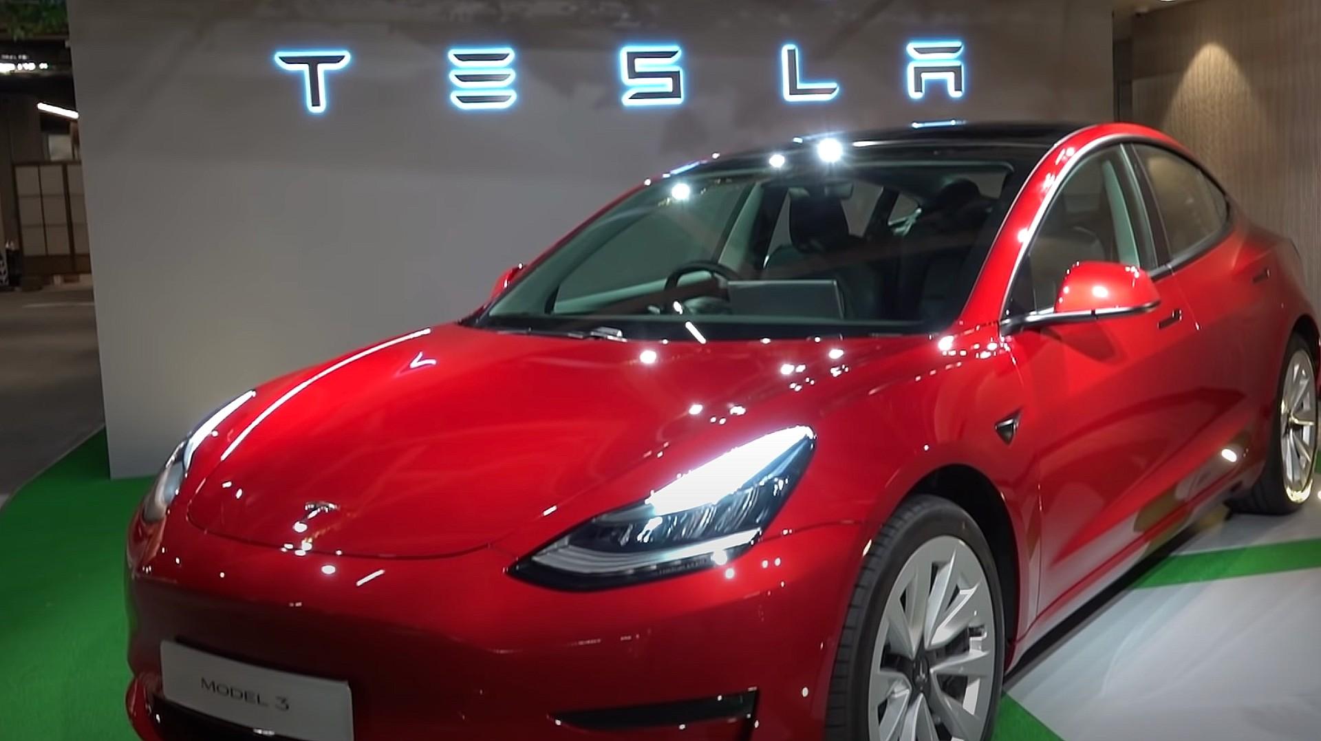 Первый подробный взгляд на обновленную Tesla Model 3