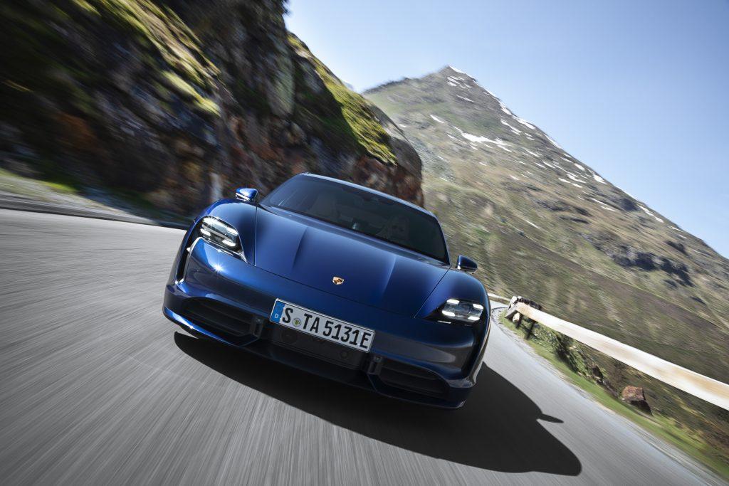 На фоне успеха Porsche Taycan генеральный директор немецкого автопроизводителя делает ставку на электронное топливо