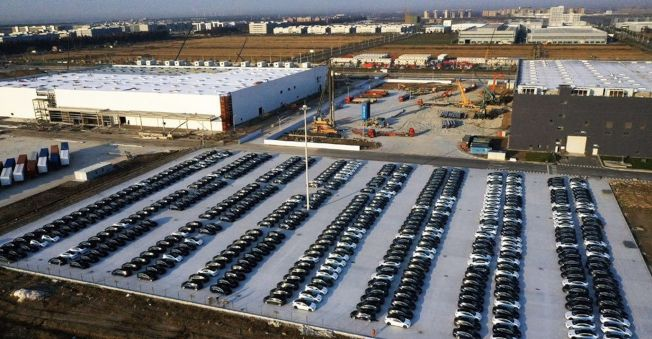 Tesla Gigafactory Shanghai планирует произвести 550 тыс. Автомобилей в следующем году: отчет