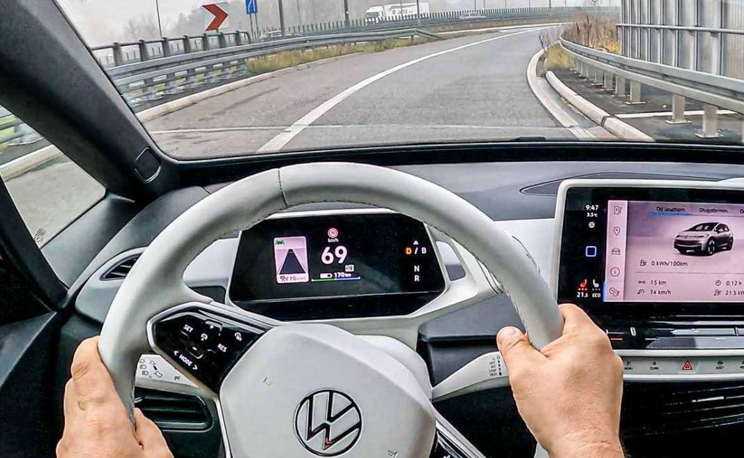 Volkswagen использует подход Tesla, переключая внимание на программное обеспечение для электромобилей