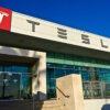 Tesla связывается с возможными покупателями и сообщает дату окончания срока поставки, чтобы обеспечить доставку в конце года.
