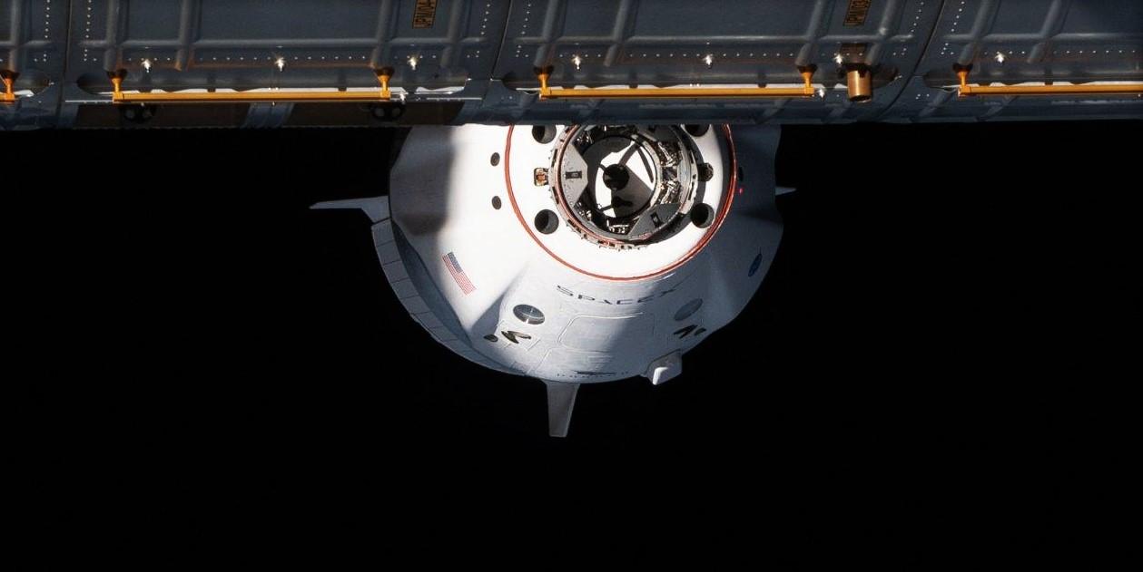 Дебют частного космонавта SpaceX для повторного использования космического корабля Crew-1 Dragon