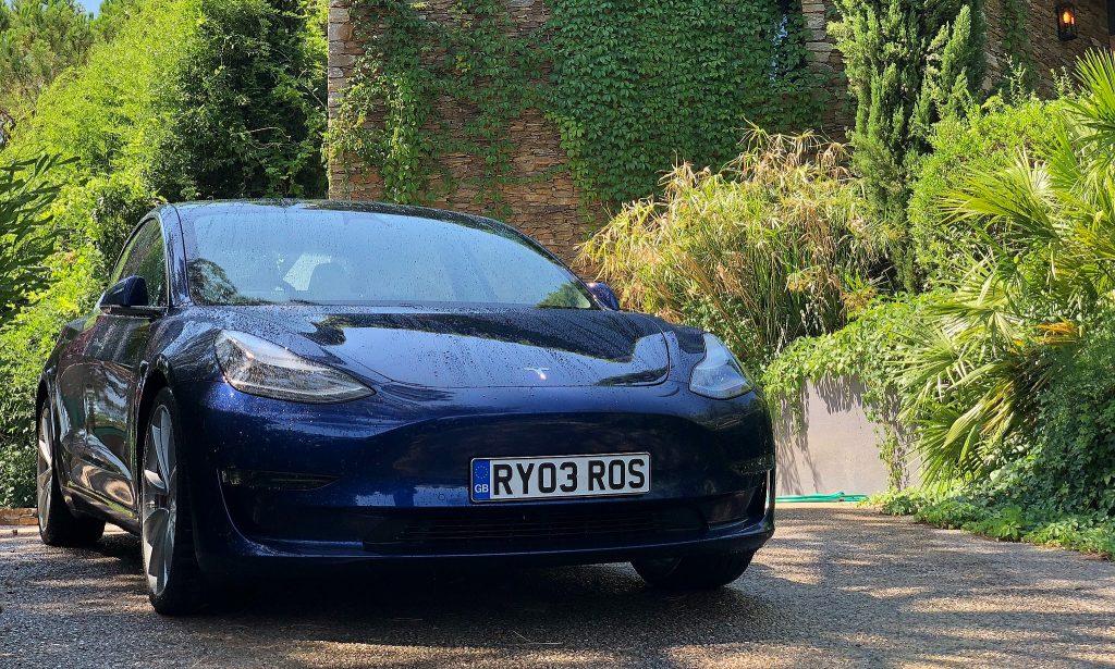 Электромобили, такие как Teslas, занимают 15% рынка подержанных автомобилей Великобритании