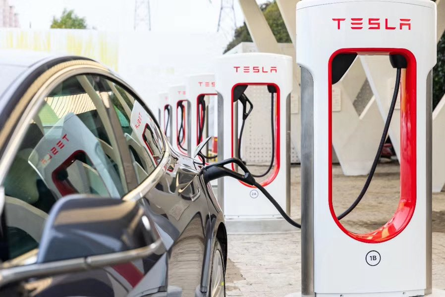 Tesla Model 3 charging at V3 Supercharger in Jinqiao, Shanghai