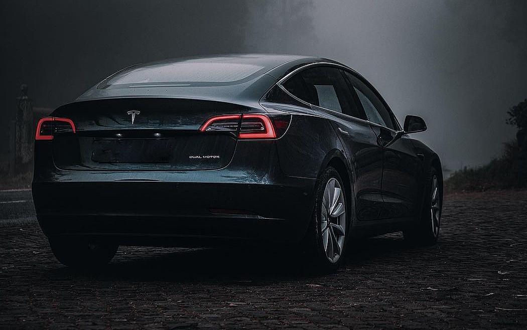 Tesla и электромобили не остановили пандемию, и теперь эра нефти заканчивается