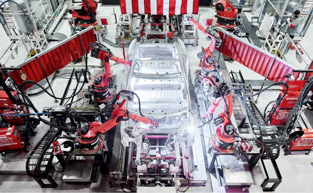 Tesla продвигает рабочие места Giga Berlin на фоне борьбы Daimler за удержание сотрудников на заводе Mercedes