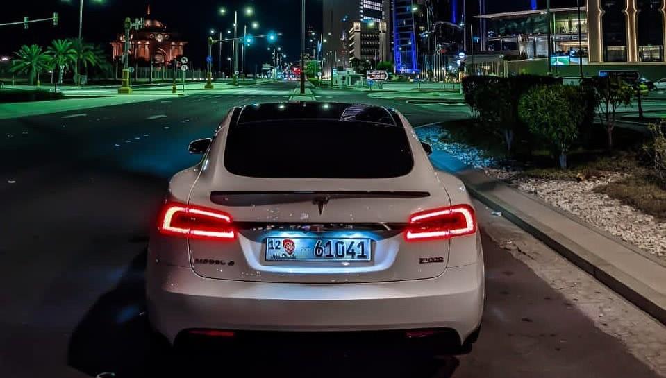 Credit Suisse удвоил целевую цену Tesla (TSLA) до $ 800, сохранив рейтинг «Нейтральный»