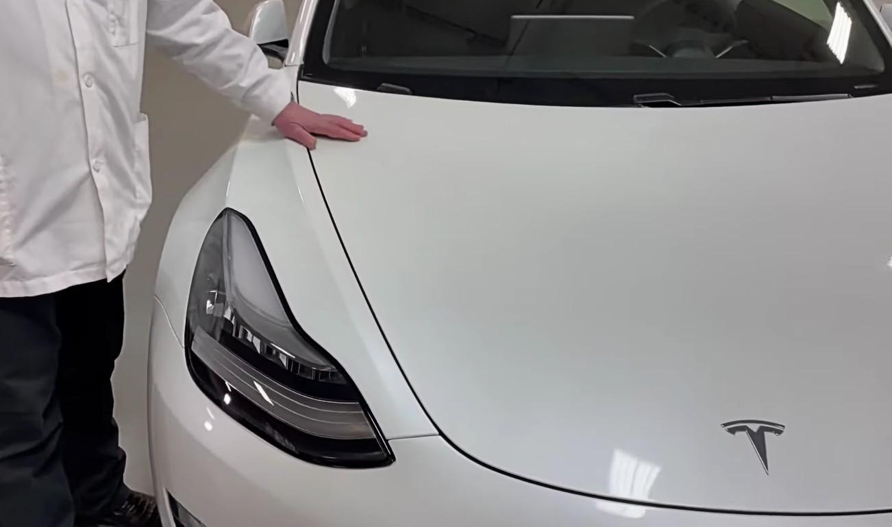 Подборка и отделка Tesla Model 3 2021 года находится под критическим вниманием ветерана автомобильной промышленности