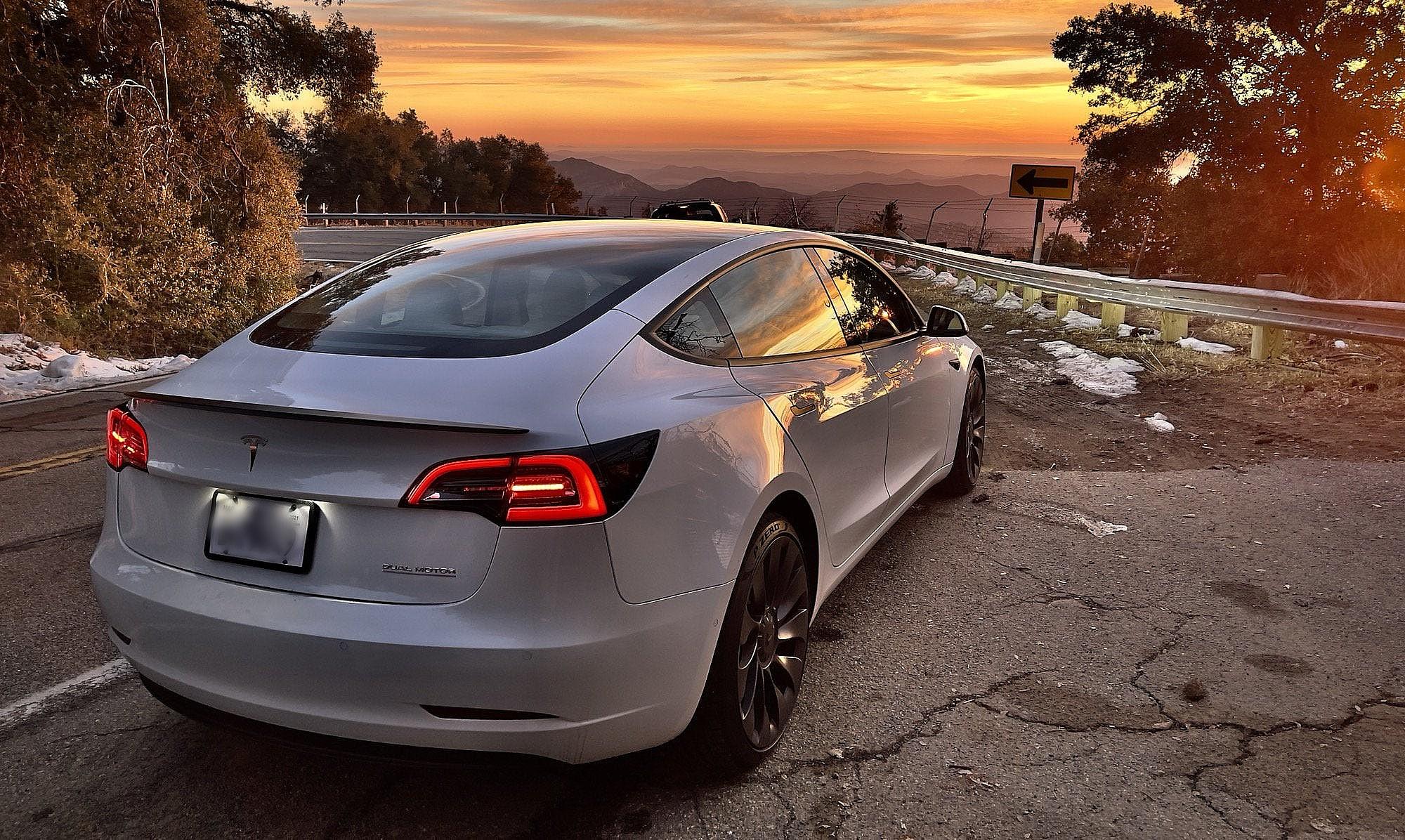 Шорты Tesla чувствуют себя горящими с потерей в 1 миллиард долларов в начале 2021 года