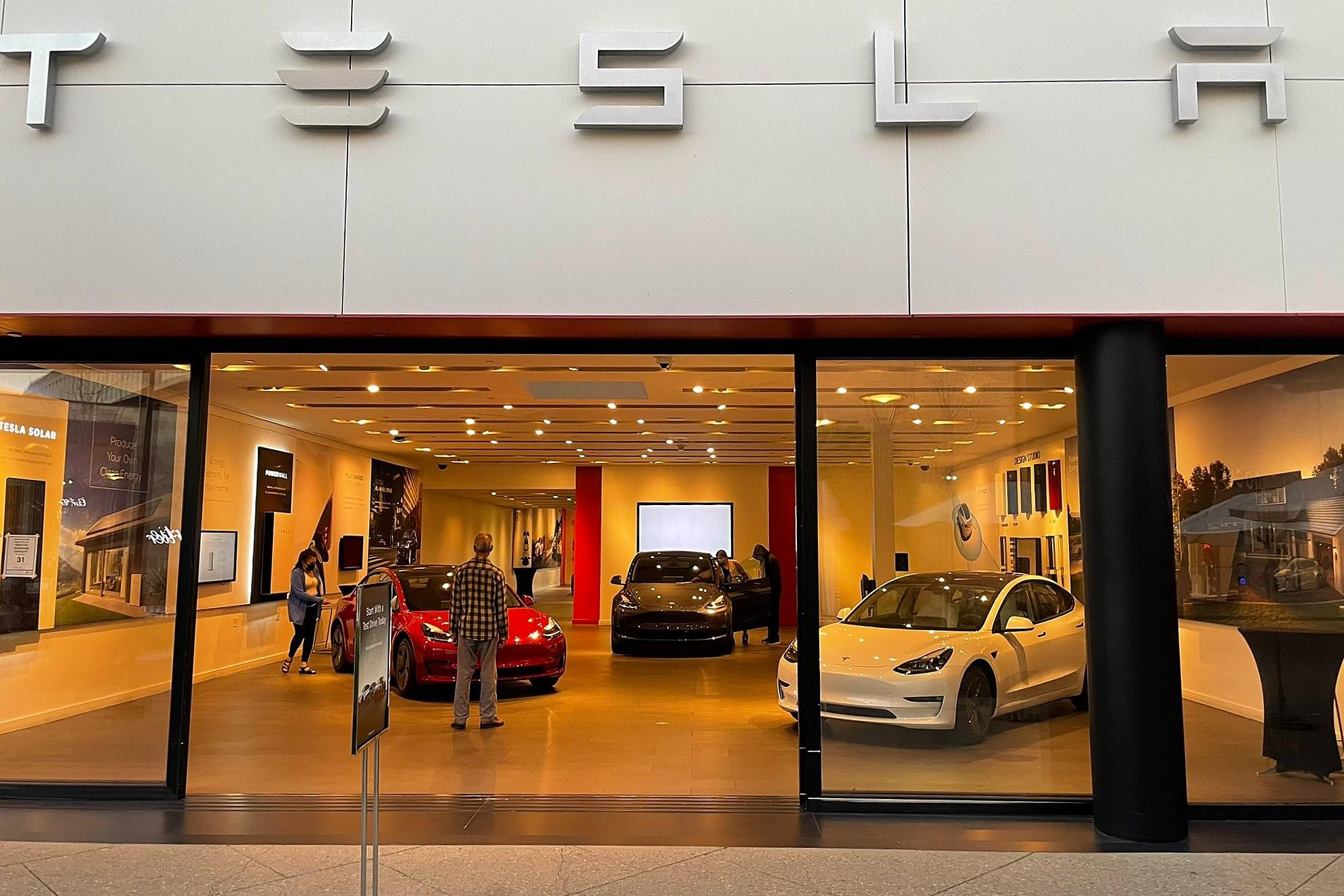 Tesla Model S и Model X исчезают из выставочных залов, еще больше намекая на грядущее «обновление»