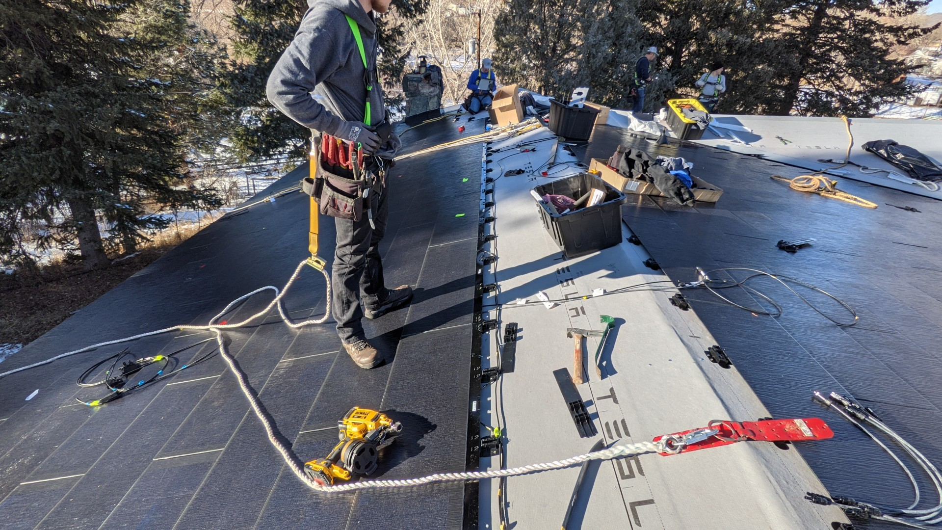 Установка Tesla Solar Roof 12kW завершена за один день