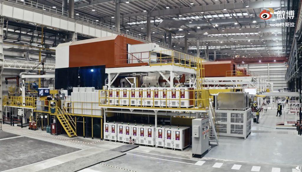 Tesla делится редким взглядом на производственную линию Giga Shanghai Model Y в действии