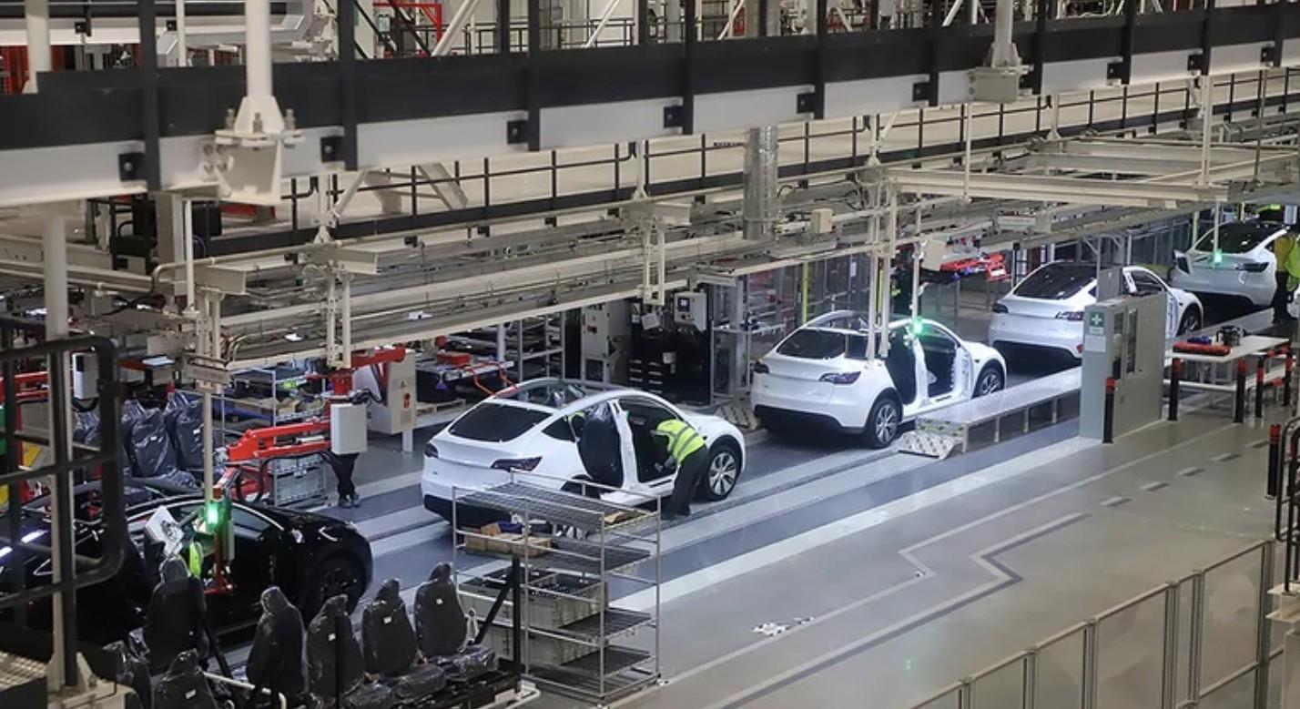 Tesla производит одну Model Y каждые 2 минуты, сообщили СМИ после турне Giga Shanghai