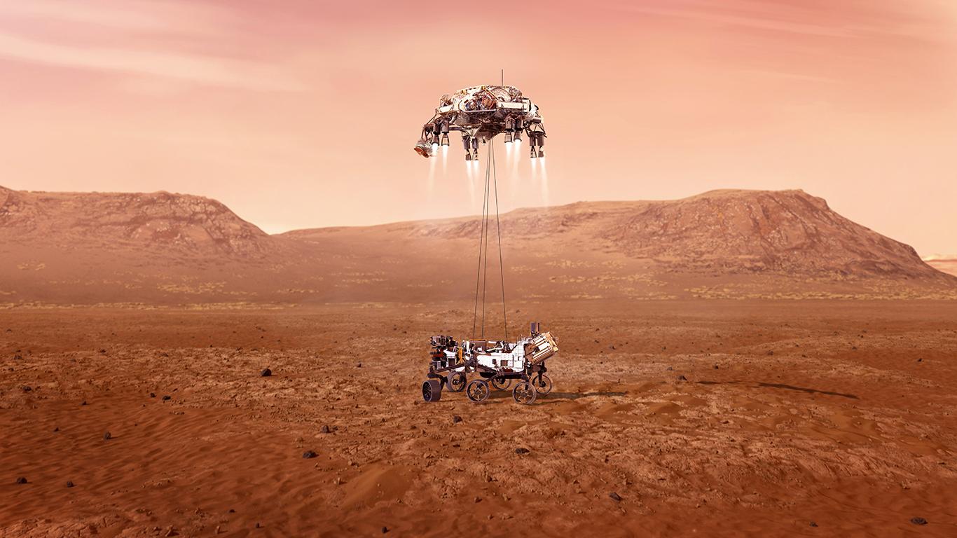 НАСА готовится к '7 минутам ужаса' в роли марсохода и ракетного крана возле Марса