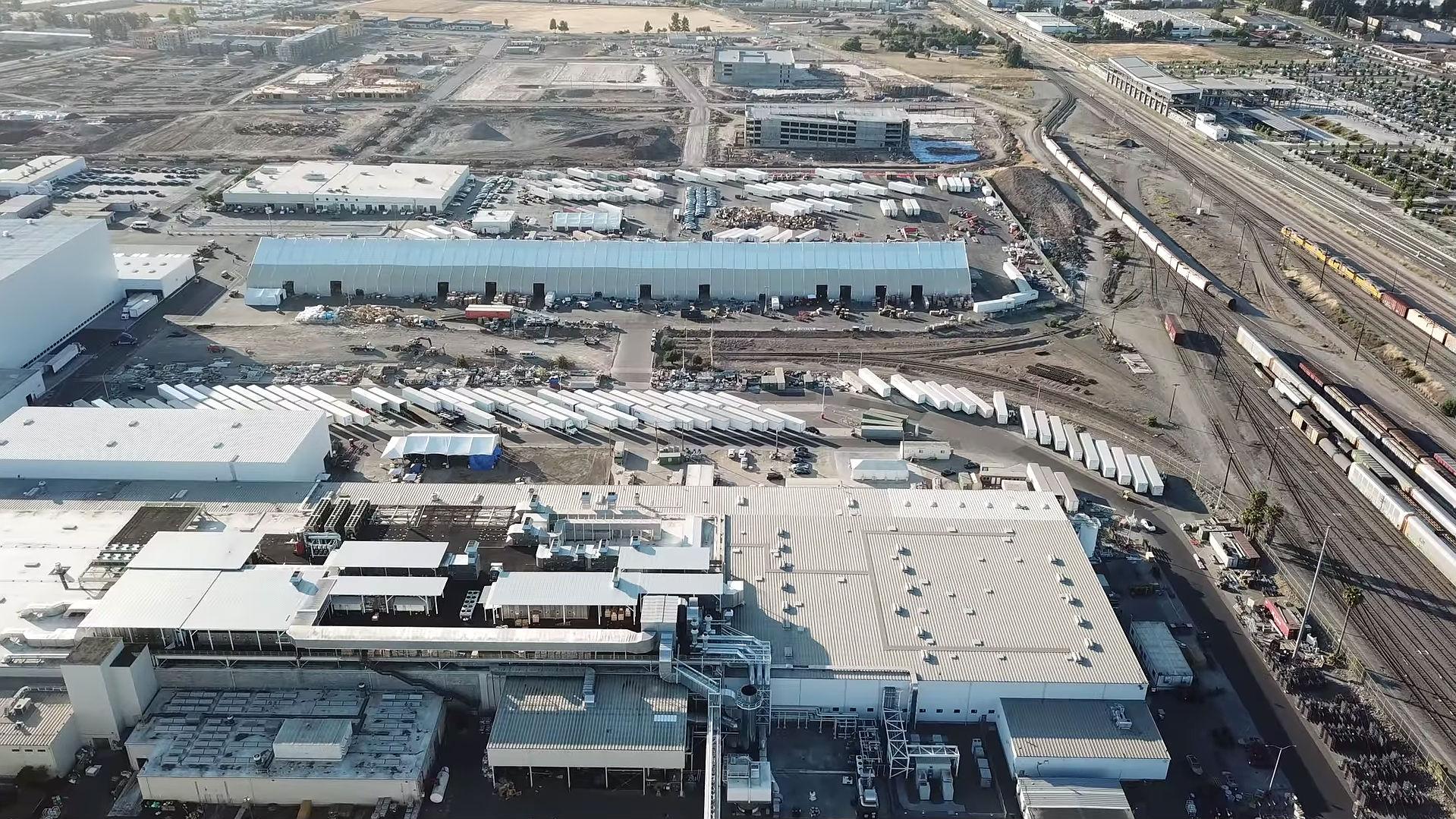 Tesla планирует расширить завод во Фремонте и сделать палатку Model Y постоянной