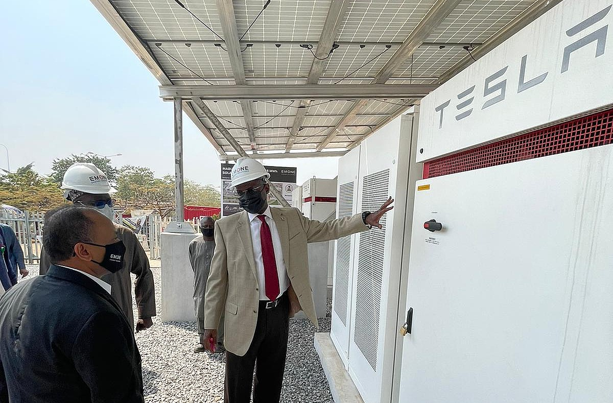 Аккумуляторы Tesla Powerpack развернуты в Нигерии для борьбы с дизельной зависимостью