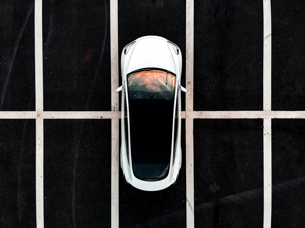 Бык в Tesla Кэти Вуд говорит о том, что Роботаксис и ARK Invest более убеждены в TSLA