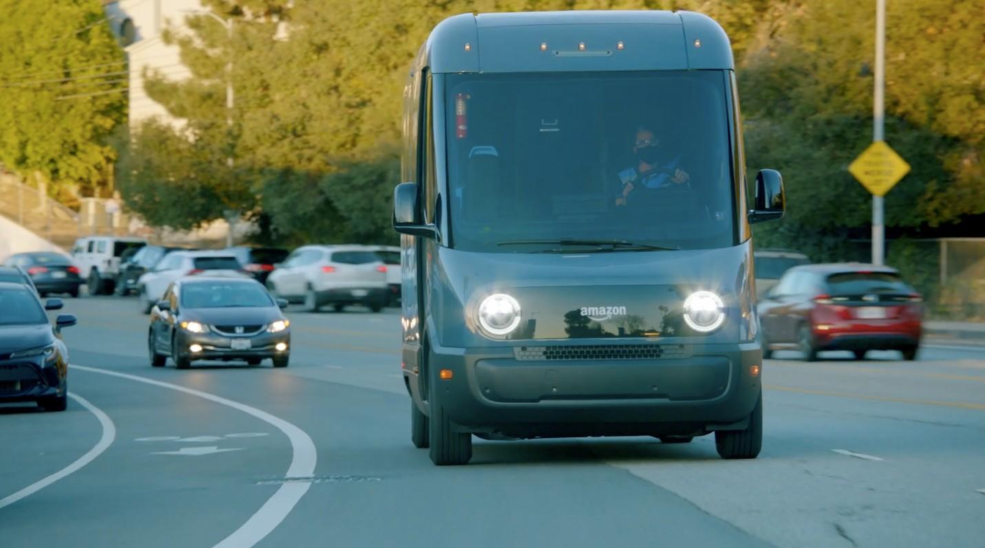 Электрические фургоны Amazon для доставки от Rivian отправлены на дорожные испытания в Лос-Анджелесе