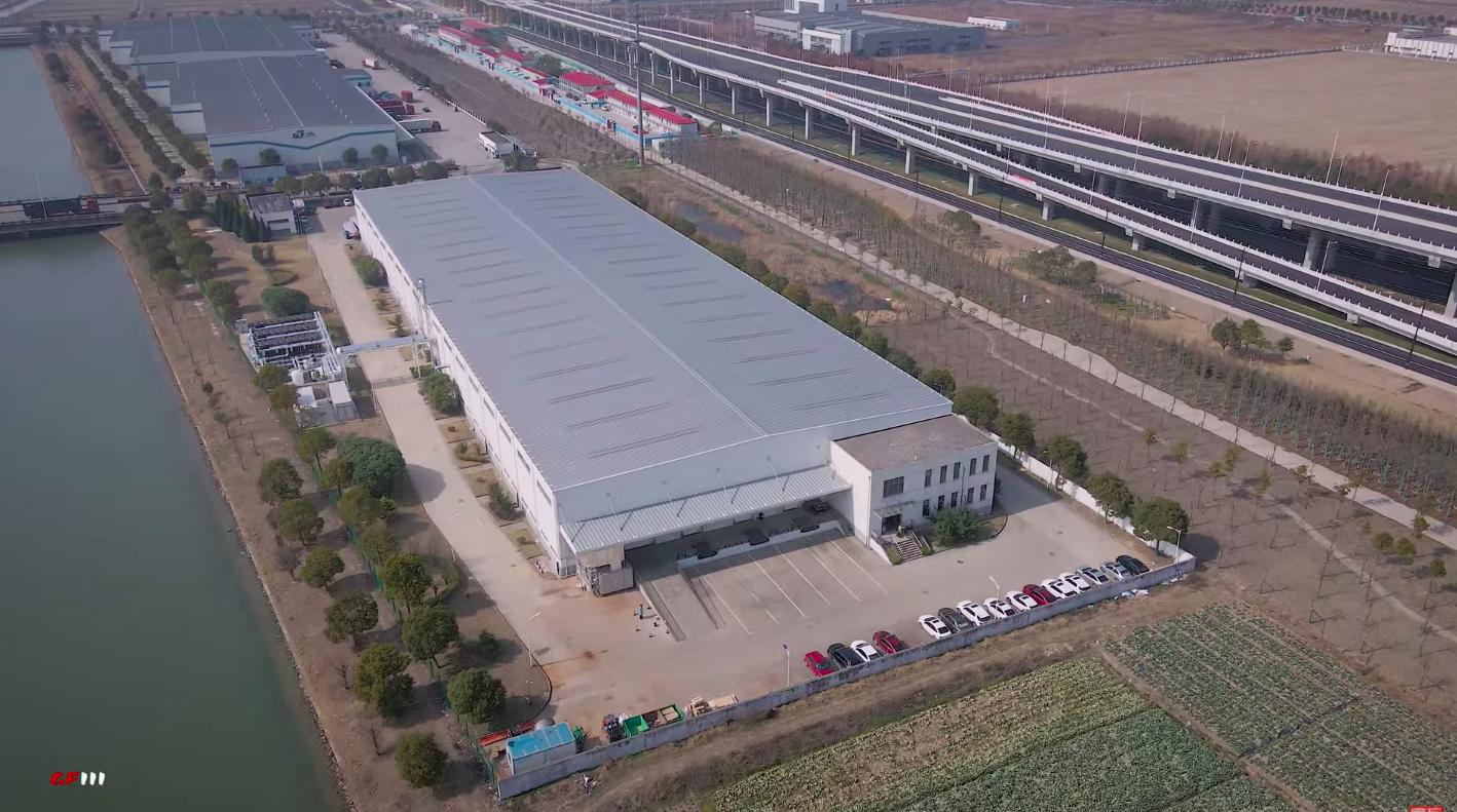 Грядет вторжение Tesla Supercharger V3, и оно начинается в невзрачном здании в Шанхае.