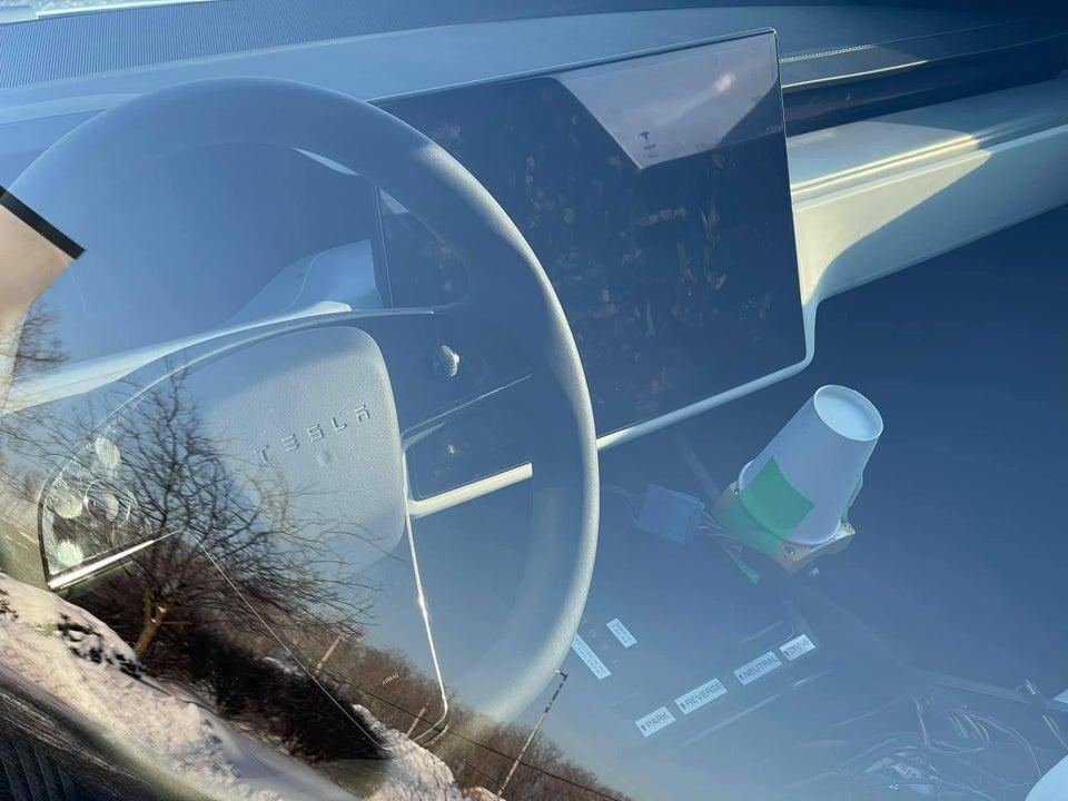 Новое рулевое колесо, сенсорный экран, система HVAC
