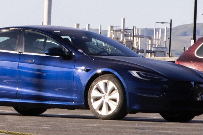 Обновляющие устройства Tesla Model S замечены на заводе во Фремонте перед доставкой клиентам