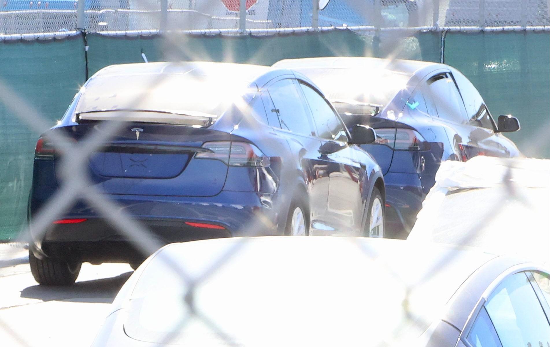 Обновляющие устройства Tesla Model X собираются во Фремонте в преддверии поставок клиентам