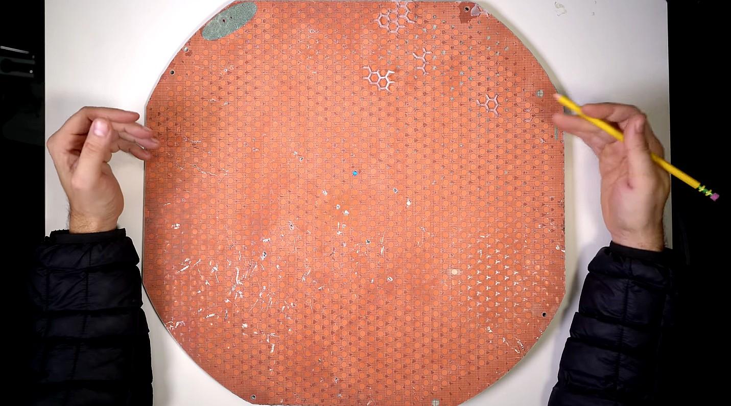 Разборка спутниковой антенны Starlink показывает серьезную инженерию и внимание к деталям